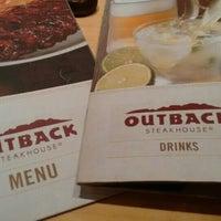 Foto tirada no(a) Outback Steakhouse por Josias J. em 8/13/2015