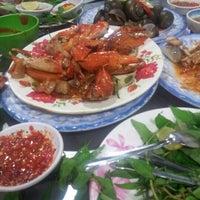 Photo taken at Quán Ốc Xuân Thảo by Lam D. on 11/28/2012