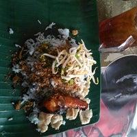 Photo taken at Restoran Nasi Kerabu Golok by Noraini A. on 5/21/2016