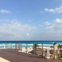 Foto tomada en Sunset Royal Beach Resort por Alejandro A. el 3/10/2013