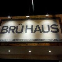 รูปภาพถ่ายที่ BRÜ HAUS โดย Makks D D. เมื่อ 2/7/2013