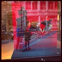 รูปภาพถ่ายที่ Louis Vuitton โดย Ty K. เมื่อ 1/11/2014