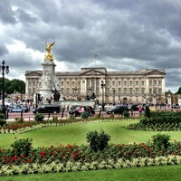 Photo taken at Buckingham Palace by Jake Spencer H. on 6/22/2013