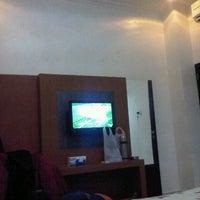 Photo taken at Hotel diana jl emmy saelan mamuju by Ikbal I. on 5/1/2013