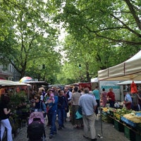 Photo taken at Wochenmarkt am Kollwitzplatz by Torsten B. on 6/8/2013