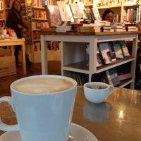 Das Foto wurde bei Jaffe & Neale Bookshop & Cafe von Shaun F. am 2/14/2014 aufgenommen