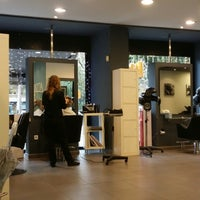 Acqua perruquers les corts 2 tips for Acqua salon boston