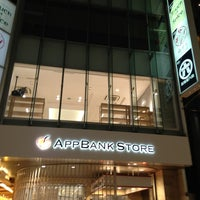 รูปภาพถ่ายที่ AppBank Store 新宿 โดย そる し. เมื่อ 7/26/2013