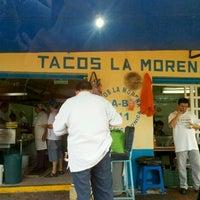 Foto tomada en Tacos La Morena por Mirna I. el 9/22/2012