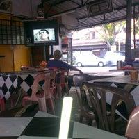 Photo taken at Warung Roti Canai Man Tmn Melati by WiT on 8/26/2013