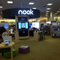 Photo taken at Barnes & Noble by Nypapi251 on 11/30/2012
