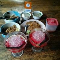 Photo taken at Resto Kampoeng by Pipit C. on 5/14/2013