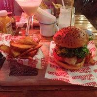 Foto tomada en Burger Bar Joint por Eduardo V. el 11/9/2013