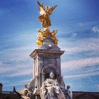 Photo taken at Buckingham Palace Gardens by Mehrnoosh on 4/29/2013