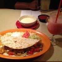 Foto tomada en La Parrilla Mexican Restaurant por Cindy L. el 10/30/2012