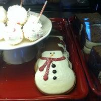 Photo taken at Starbucks by Di Di on 11/15/2012