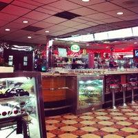 Foto tomada en Park West Diner Cafe por Bart S. el 12/21/2012