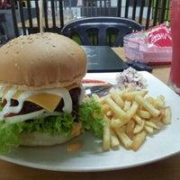 Photo taken at O.M.G Burger Bakar by alifahxy on 6/8/2013