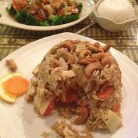 Photo taken at Jasmine Thai Restaurant by Ali W. on 11/6/2012