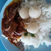 Photo taken at Medan Selera Seksyen 7 by Nizar A. on 11/15/2012