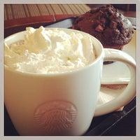 Снимок сделан в Starbucks пользователем Esther Q. 3/19/2014