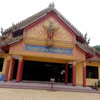 Photo taken at Wat Rajaphojong Thai Buddhist Temple by Chiewling L. on 4/13/2014