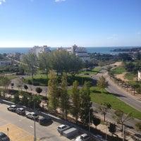 Foto tirada no(a) Oceano Atlântico Apartments por Alexandre S. em 11/18/2012