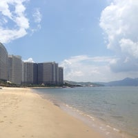 Photo taken at 小徑灣海灘 xiaojing bay beach by Sam D. on 7/26/2016