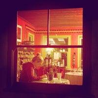 Photo taken at Latte Da Coffee by Richie J. on 10/14/2012