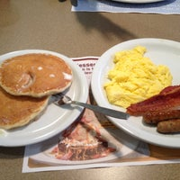 Photo taken at Waffle House by Taari C. on 4/27/2013