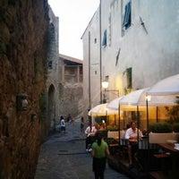 Foto scattata a La Fortezza Ristorante da Lidiya il 7/26/2015