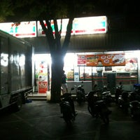 Photo taken at 7-Eleven by Wattana L. on 7/18/2013
