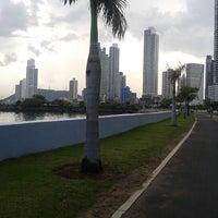 Foto tomada en Cinta Costera por Jonathan N. el 12/2/2012