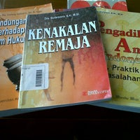 Photo taken at Perpustakaan Pusat UII by Laras A. on 1/9/2013