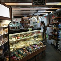 Das Foto wurde bei Larchmont Village Wine & Cheese von Mike H. am 3/19/2013 aufgenommen