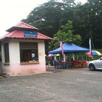 Photo taken at Gelanggang Petanque Lipis by Thaariq K. on 9/9/2013