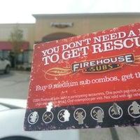 รูปภาพถ่ายที่ Firehouse Subs โดย Stephen K. เมื่อ 10/1/2012