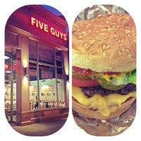 Foto scattata a Five Guys da Arwa A. il 1/5/2013