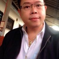 Photo taken at ก๋วยเตี๋ยวเป็ดตุ๋น-ไก่ตุ๋น by Tu_ S. on 2/11/2014
