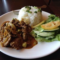 Photo taken at Mi Linh Authentic Vietnamese Cuisine by Ed R. on 3/20/2014