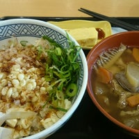 Photo taken at Yoshinoya by 影帽子 on 12/23/2016