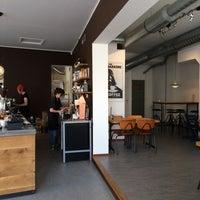Foto tomada en Hopper Coffee & Roastery por Hayley E. el 5/2/2015