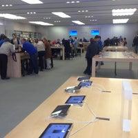 Photo taken at Apple La Cantera by José Rodrigo I. on 1/14/2013