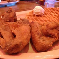 Photo taken at Roscoe's House of Chicken and Waffles - Long Beach by Janet D. on 11/19/2012