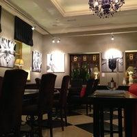 Снимок сделан в Repin Lounge Bar & Restaurant пользователем Pinkey B. 12/17/2012