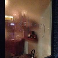 Foto scattata a Delancey da Rachael L. il 11/19/2012