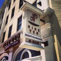 Photo prise au Nine-Ten Restaurant and Bar par Harry Z. le6/22/2013