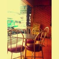 Foto diambil di Odlam's Tapsihan oleh Jade A. pada 11/19/2012
