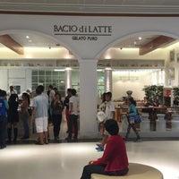 Foto tirada no(a) Bacio di Latte por Bacio d. em 4/18/2015