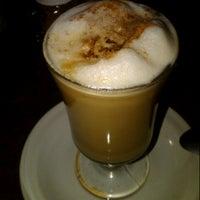 4/27/2013にTaty O.がBons Cafeで撮った写真